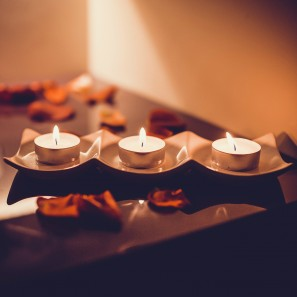 kuno ivyniojimo ritualas su raudonojo vyno kauke